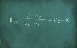 Matematisk formel på den svart tavlan Arkivbild