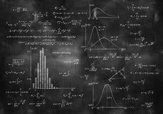 Matematyki fizyka formuły na chalkboard fotografia stock