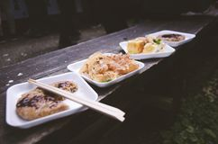 Maten gjorde vid en äldre japansk dam arkivfoto