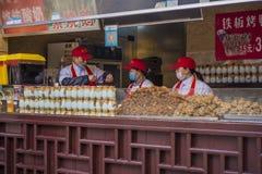Maten och drycken shoppar av scenisk fläck för den nanjing Konfucius templet Arkivbild