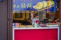 Maten och drycken shoppar av scenisk fläck för den nanjing Konfucius templet Arkivfoto