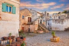 $matera, Βασιλικάτα, Ιταλία: άποψη στην αυγή ενός μικρού τετραγώνου Στοκ Εικόνες