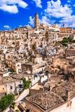 Matera, Базиликата, Италия: Взгляд старого городка - di Matera ландшафта Sassi стоковые изображения