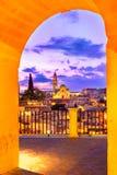 Matera, Базиликата, Италия: Взгляд старого городка - di Matera ночи Sassi стоковая фотография rf