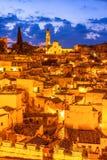 Matera, Базиликата, Италия: Взгляд старого городка - di ночи Sassi стоковые изображения rf