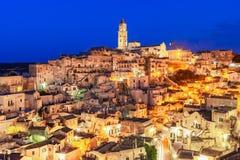 Matera, Базиликата, Италия: Взгляд старого городка - di Matera ночи Sassi стоковое изображение rf