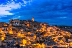 Matera, Базиликата, Италия: Обзор старого городка - di Matera Sassi стоковые фотографии rf