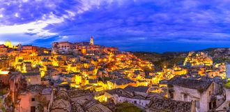 Matera, Базиликата, Италия: Обзор старого городка - di Matera Sassi стоковые изображения rf