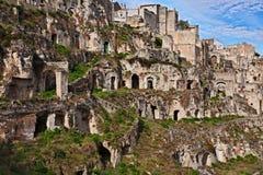 Matera, Базиликата, Италия: старые дома пещеры в старой к Стоковое Фото