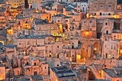 Matera, Basilicata, Italië: mening bij zonsopgang van de oude stad Stock Foto's