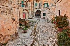Matera, Basilicate, Italie : l'allée antique dans la vieille ville a appelé Sassi di Matera image stock