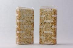 Matera, Italia - 26 maggio 2019: Cracker su un fondo bianco fotografie stock