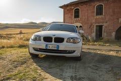 Matera, Italie 30 juillet 2017 Voiture privée Série 1 de BMW Pays Images stock
