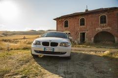 Matera, Italie 30 juillet 2017 Voiture privée Série 1 de BMW Pays Photos libres de droits