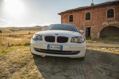 Matera, Italie 30 juillet 2017 Voiture privée Série 1 de BMW Pays Images libres de droits