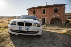 Matera, Italie 30 juillet 2017 Voiture privée Série 1 de BMW Pays Image stock