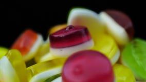 Materiał filmowy jaskrawi smakowici colourful marmoladowi galaretowi cukierki wiruje zdjęcie wideo