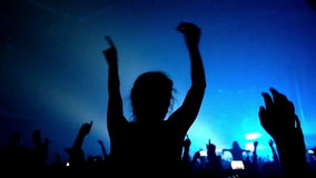 Materiał filmowy tłum bawi się przy rockowym koncertem zbiory