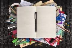 Materiały - Z powrotem szkoła - przestrzeń dla teksta zdjęcie royalty free