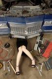 Materia femenina de la fijación del mecánico Fotos de archivo