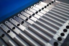 Materia prima del metallo di alluminio sotto forma di coni retinici lunghi Fotografie Stock Libere da Diritti