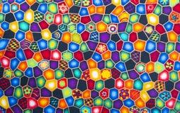 Materia textil de la tela con el fondo multicolor de los modelos brillantes foto de archivo