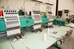 Materia textil: Máquina industrial del bordado Foto de archivo libre de regalías