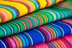 Materia textil mexicana colorida Imagen de archivo libre de regalías