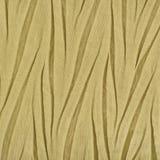 Materia textil sintética arrugada de oro amarilla, detalle arrugado del tejido de poliester, modelo arrugado decorativo vertical  fotos de archivo