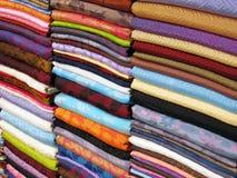 Materia textil vietnamita colorida foto de archivo libre de regalías