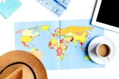 Materia turística con la tableta y mapa en la opinión superior del fondo blanco Fotos de archivo libres de regalías