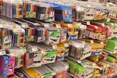 Materiały dla roku szkolnego w supermarkecie Zdjęcie Stock