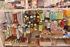 Materiały dla roku szkolnego w supermarkecie Obraz Royalty Free