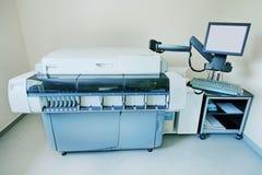 Materiaal en apparaten voor biochemie in een modern laboratorium royalty-vrije stock foto