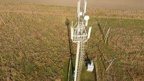 Materiaal om cellulair en mobiel signaal af te lossen Cellulaire toren stock footage