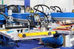 Materiaal om op textiel te drukken Automatische drukpers stock foto