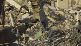 Materiaal voor de vernietiging van gebouwenonderbrekingen stock footage