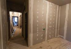 Materiaal voor reparaties in een flat, het remodelleren, in aanbouw herbouwt en vernieuwing stock afbeeldingen