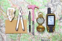 Materiaal wandeling en wetenschappelijk onderzoek naar de bergen Stock Afbeeldingen