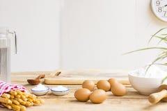 Materiaalbaksel of het achtergrond koken en ruw voedsel of dessert stock foto
