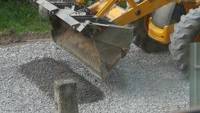 Materiaalgraafwerktuig Moving Gravel stock footage