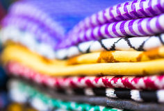 Materiais coloridos empilhados na prateleira na marca de medina C4marraquexe Foto de Stock Royalty Free