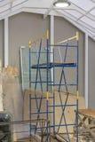 Materiais de construção desorganizados e ferramentas fotos de stock royalty free