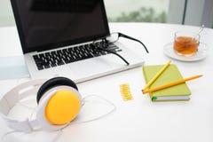Materiais de escritório coloridos Foto de Stock Royalty Free