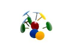 Materiais de escritório coloridos dos pinos de desenho Imagem de Stock