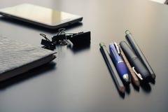 Materiais de escritório em minha mesa fotos de stock royalty free