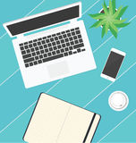 Materiais de escritório na tabela Foto de Stock