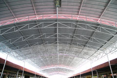 Materiais de isolação térmica sob um telhado Imagens de Stock Royalty Free