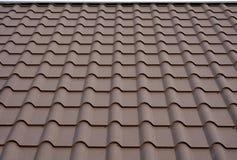 Materiais de telhado Telhado da casa do metal Materiais de construção da construção da casa do close up Construção do telhado fotografia de stock