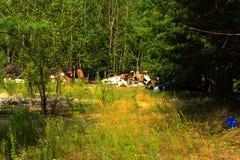 Materiais e propriedade abandonados oxidados velhos Unidade militar inoperante Fotografia de Stock